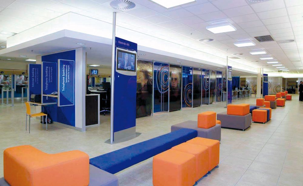 Matriculants Wanted As Standard Bank Tellers In East London